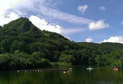 山伏山と薬師湖1.jpg