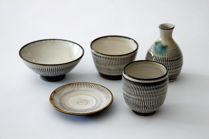 たくさんの色や柄、素材を上手に合わせて美しくまとめる美意識は、和服や懐石料理に通じる日本人の才能といえるかもしれません。 食卓や盛られるお料理を想像し  ...