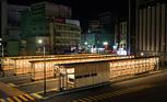 秋田駅の木造バスターミナル